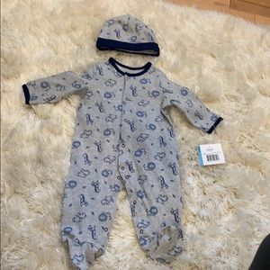 Baby boy 6mos onesies and matching hat NWT